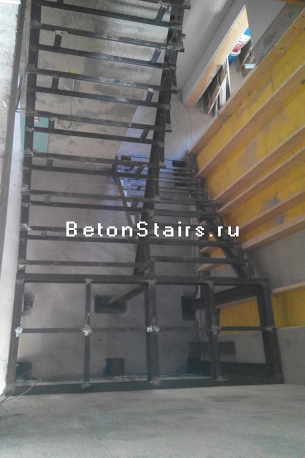 p-obraznaya-lestnitsa-s-2-ploshhadkoj-v-bunin-park_003