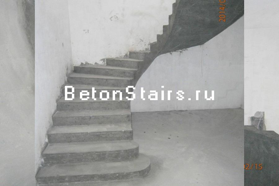 p-obraznaya-lestnitsa-s-zabezhnymi-stupenkami-v-aprelevke_001