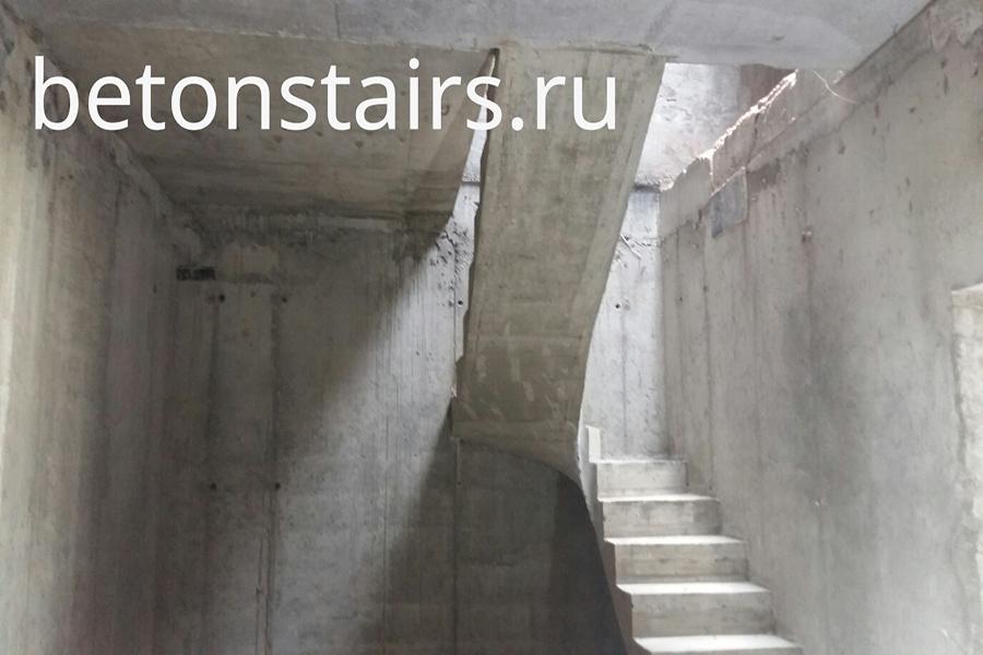 p-obraznaya-lestnitsa-s-zabezhnymi-stupenkami-v-g-krasnogorsk-ul-golovkina-5_004