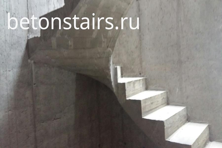 p-obraznaya-lestnitsa-s-zabezhnymi-stupenkami-v-g-krasnogorsk-ul-golovkina-5_005