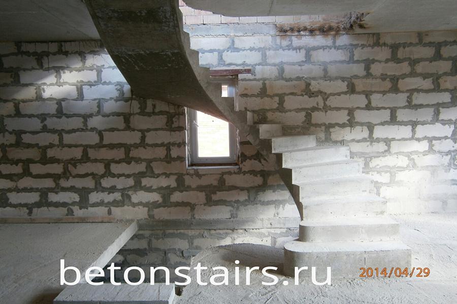 p-obraznaya-lestnitsa-s-zabezhnymi-stupenkami-v-nikolin_003