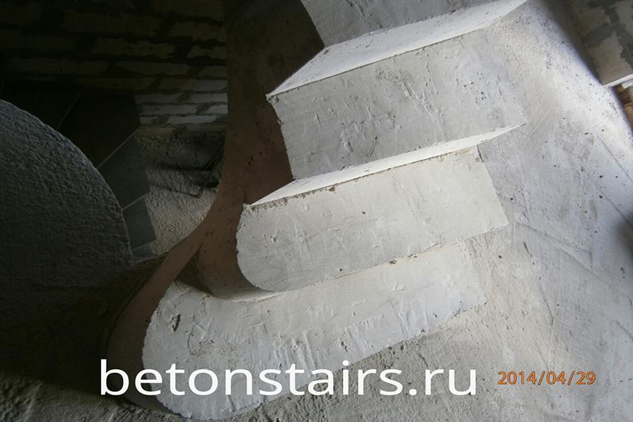 p-obraznaya-lestnitsa-s-zabezhnymi-stupenkami-v-nikolin_006